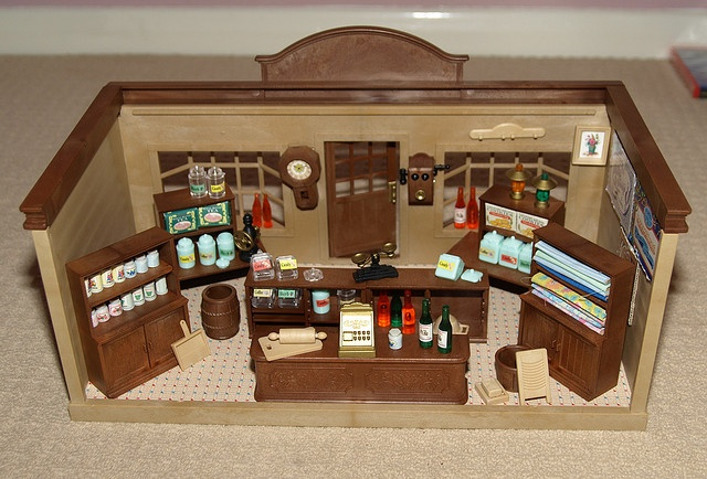 Loved playing with this as a kid :) - Sylvanian Families Village Store (vintage)