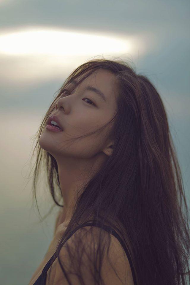 """นิตยสาร Mode Lifestyle จัดอันดับผู้หญิงที่สวยที่สุด 100 คนประจำปี 2014 ซึ่งนางแบบสุดฮ็อตแห่งปีของเกาหลีใต้อย่าง """"คลาร่า อี"""" ก็ติดอันดับเข้ามาด้วยถึงที่ 2"""