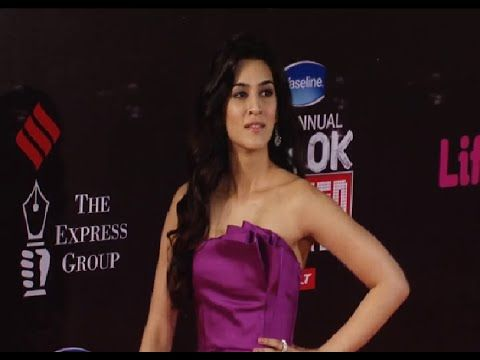 Kriti Sanon at the red carpet of 21st Annual Life Ok Screen Awards 2015.