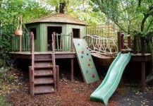 This is a great outside treehouse