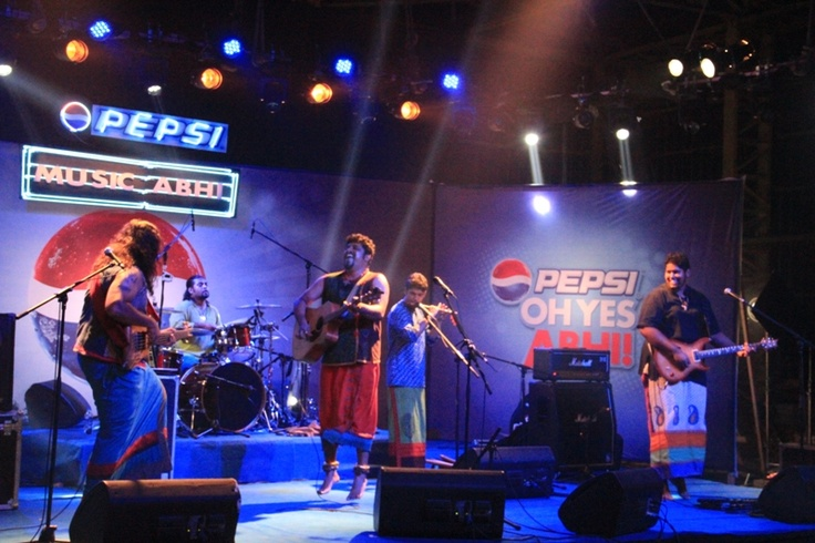 The Raghu Dixit Project starts playing Mysore Se Aayi and everything just goes awesomely berserk! #PepsiMusicAbhi