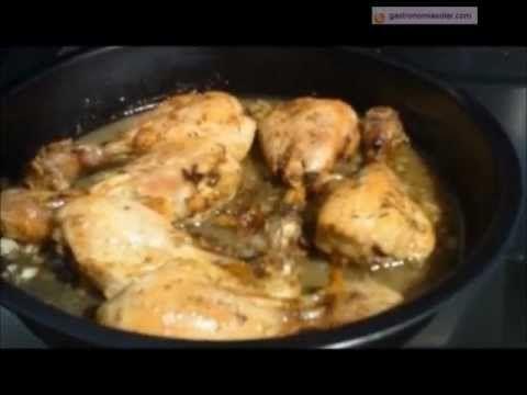 Pollo con limón y tomillo elaborado en el horno solar. Más información en: http://www.gastronomiasolar.es/2011/10/pollo-al-limon-con-verduras-en-el-horno.html