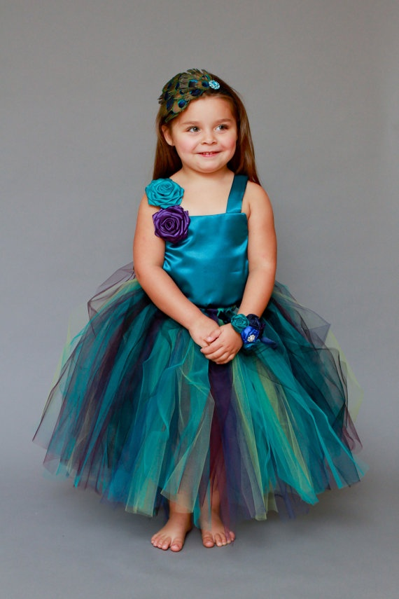 Omg omg omg! I need this for my flower girl.... Or I might just make Amy wear a mini dress for her dress!!!!!!