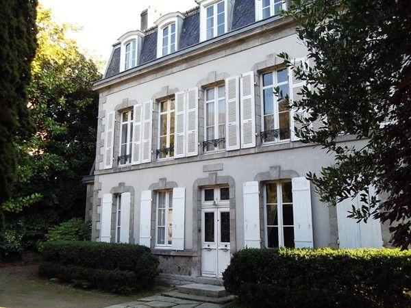 Les 25 meilleures id es de la cat gorie ravalement facade for Maison de la garenne vannes