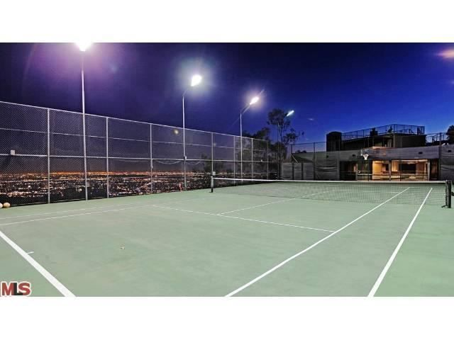 Lighting Isn T An Issue When Playing On This Tennis Court Los Angeles