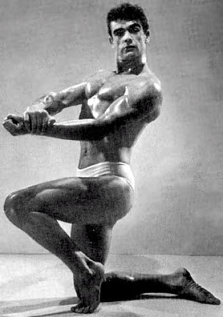Sean Connery comes 3rd in Mr. Universe 1953