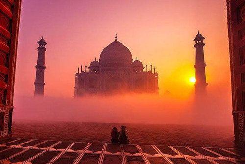 夕暮れ時のインド・タージマハル