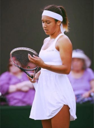 When tradition meets modern women's tennis fashion at Wimbledon 2014 - Heather Watson is now wearing Lululemon, having switched from K-Swiss. I've mostly read negative comments about this dress, but I don't find it that bad and I'm excited to see what they will bring up in the future.