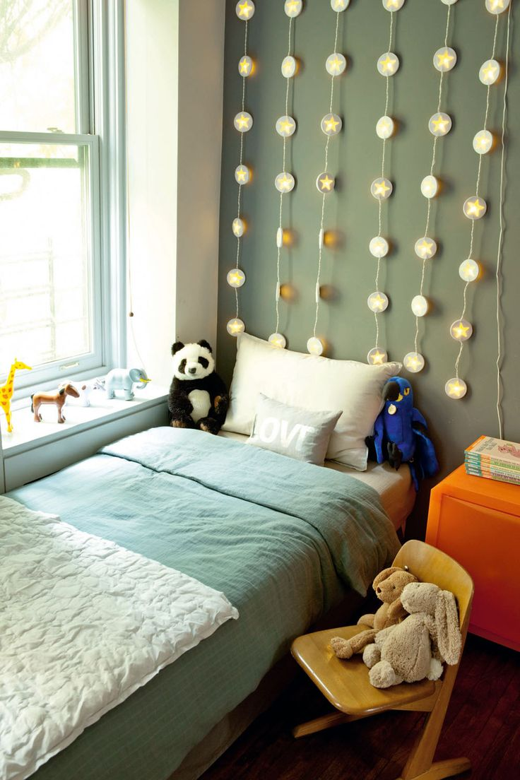 Boys bedroom.  Great and easy idea to decorate a boy's bedroom...Awesome!