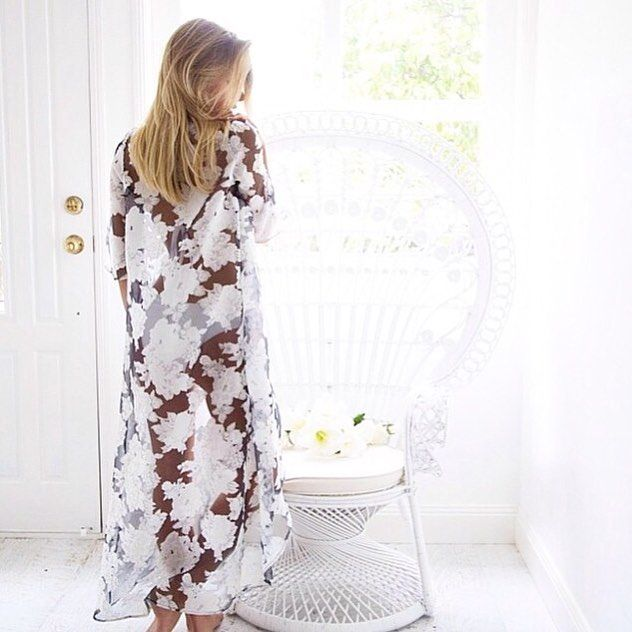 Dreamy boho chic in the Elavonza SWEET LAZARO floral cape 🌸 shop here www.elavonza.com or link in the bio
