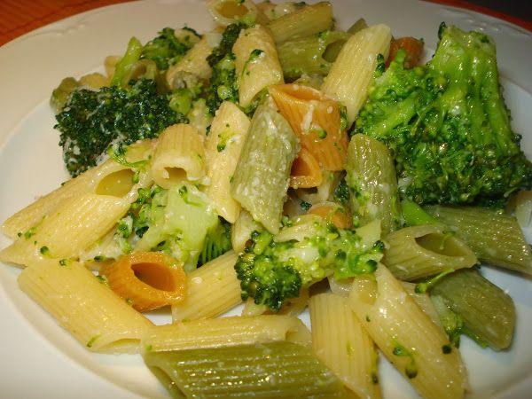 Brócoli con pastas de colores (receta baja en grasa)