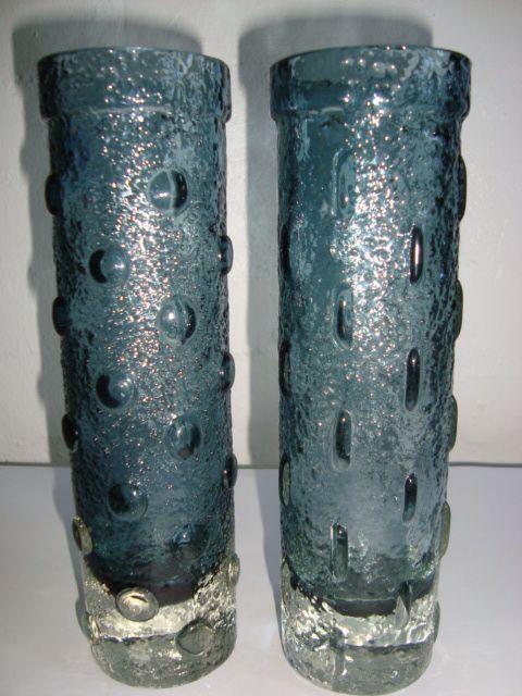 RIIHIMÄEN LASI - 1966-68 - TAMARA ALADIN H: 22 cm D: 5,5 cm. #trendyenser #retro #vase #artglass #finnishdesign #nordicdesign #tamaraaladin #riihimäenlasi  #sælges #tilsalg #forsale on www.TRENDYenser.com