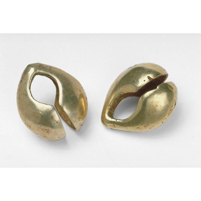 Pair of earrings Place of Origin: Indonesia, Maluku Province, Babar islands…