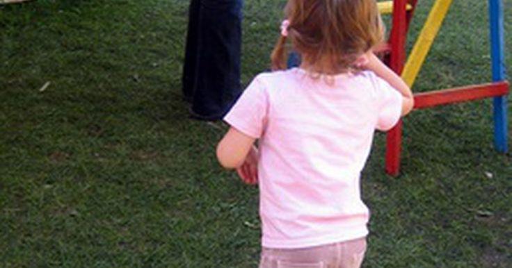 Ideas divertidas de actividades de verano para la guardería. Las guarderías le proporcionan a los padres la oportunidad de que sus hijos socialicen y estén protegidos en un ambiente cariñoso. Para los cuidadores de las guarderías que buscan ayudar a los niños a alcanzar sus etapas de desarrollo de una manera divertida, encontrar las actividades apropiadas puede resultar ser un desafío. El verano es una de ...