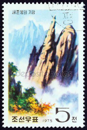 Скачать - Северная Корея - около 1975: Марку, напечатанную в Северной Корее от шоу выпуск «Алмазные горы» Sejon пик, около 1975 — стоковое изображение #72427239