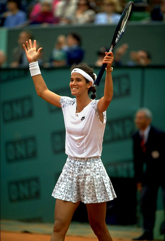 Mary Joe Fernandez was born in the Dominican Republic; her parents were immigrants to the country. Her father José is from Spain and her mother Silvia Pino is from Cuba.
