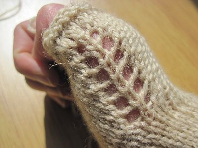 MERCIGRANNY_Veyla-mittens_thumb-lace | If i could knit | Pinterest