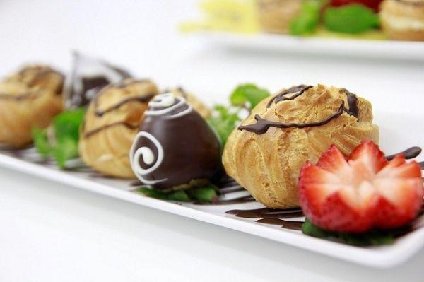 Thưởng thức ẩm thực Nhật Bản với cách làm bánh choux cream với phần vỏ ngoài vàng ruộm