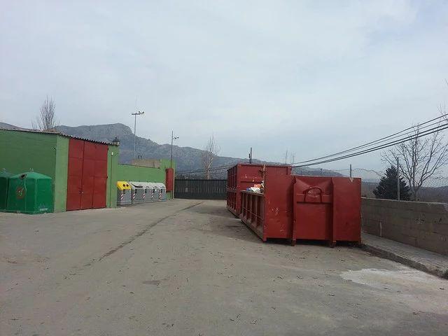 Foto: Bajada de la tasa de recogida de basuras y residuos sólidos urbanos http://www.aytonavacerrada.org/index.php?option=com_content&view=article&id=544:bajada-de-la-tasa-de-recogida-de-basuras-y-residuos-solidos-urbanos&catid=14&Itemid=164