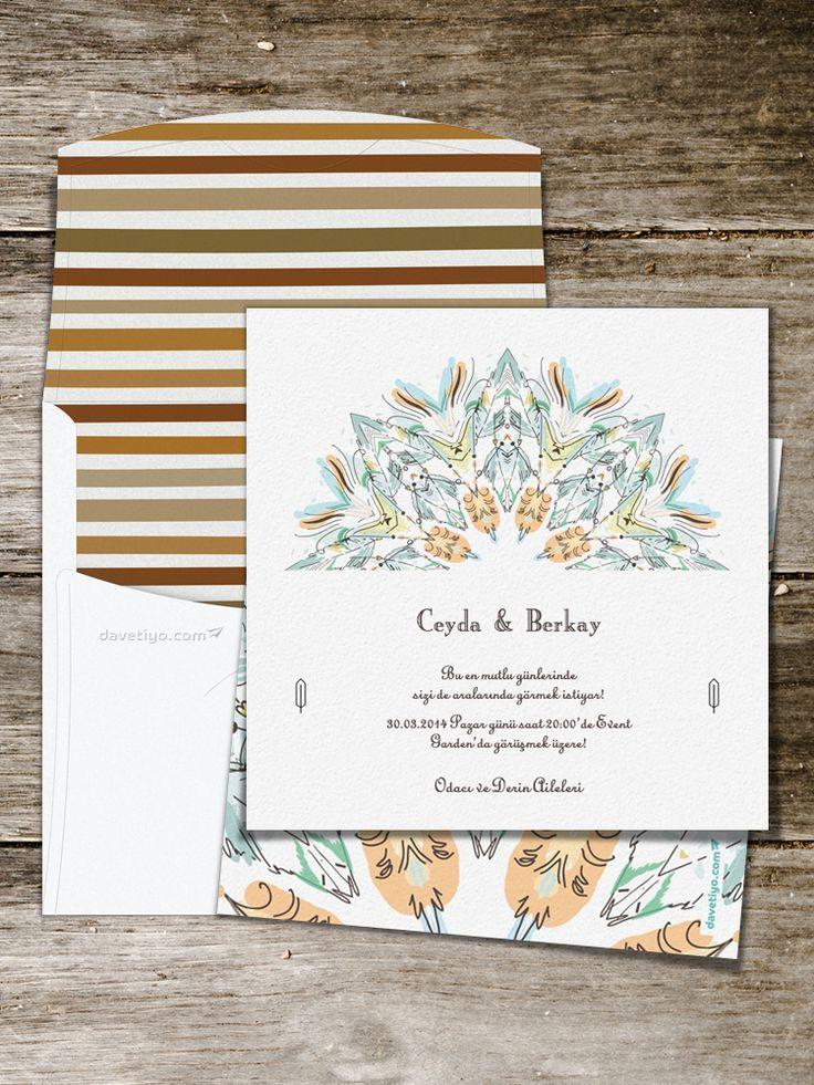 Pastel tüy desenleri ile bezenmiş bu modern tasarımlı düğün davetiyesi, her türlü düğün tipi için çok uygun. Özgürlüğü simgeleyen bu davetiyeyi seçiyorsanız mekanda da benzer tonlar kullanabilir, sevdiklerinize güzel bir düğün sunabilirsiniz.