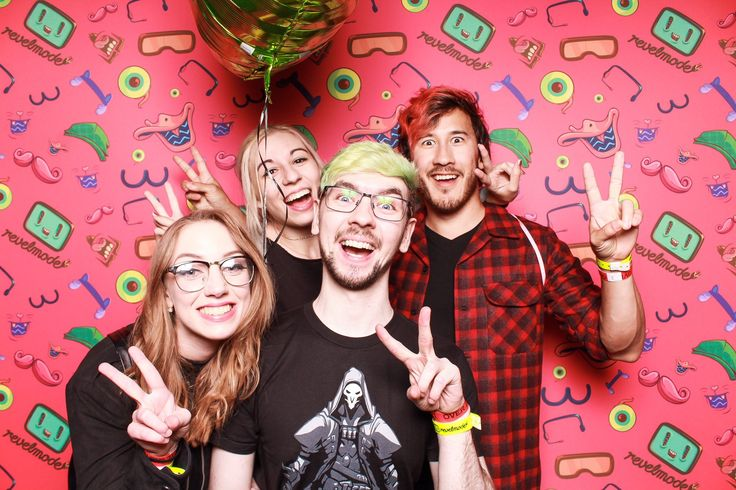 Markiplier and his gf Amy (Amyplier) and Jacksepticeye and his gf Wiishu/Signe…