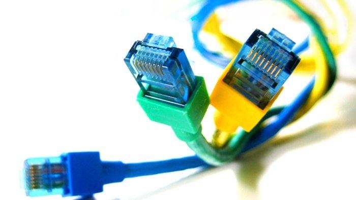Velocidade da Internet , a conexão mais utilizada para acessar a internet era a conexão dial-up, a conhecida internet dial-up, que era limitada e enquanto