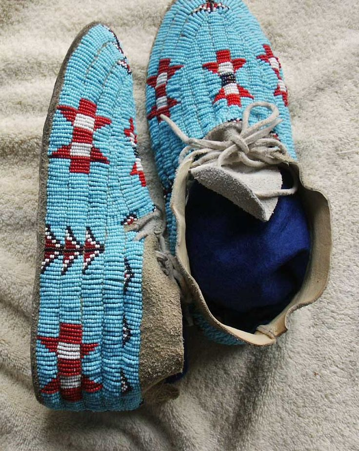... Northern Cheyenne Beaded Hide Moccasins-Trad itional Design-Montana