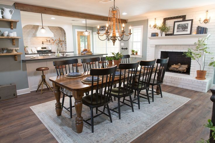 Clint built this table for the Beachums to gather around for holidays together. It turned out perfectly for this space, and the family loved it.