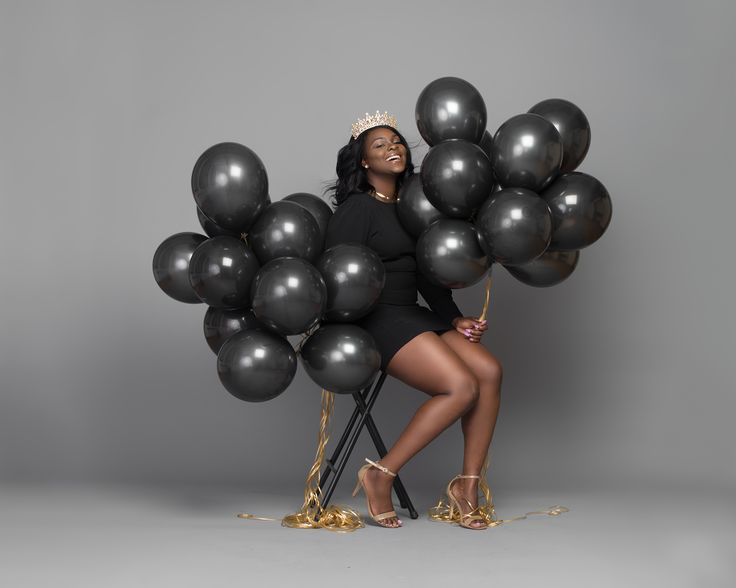 данной категории фото моделей с черными воздушными шариками два года