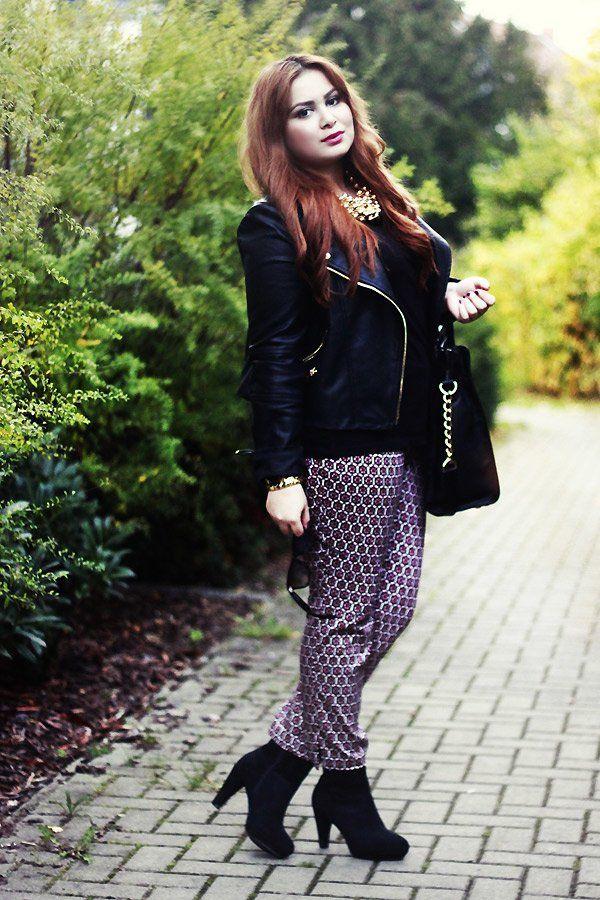 Im goldenen Herbst setzt Bloggerin Ayse aus Braunschweig von thebeadayse mit ihrem Street-Style auf farbliche Akzente in Form von einer Hose mit Print (von H&M), kombiniert mit Ankle Boots und einer lässigen schwarzen Lederjacke (von Mango). Weitere coole Lederjacken gibt's hier!