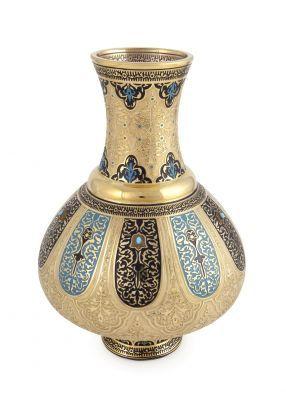 Haseki Sultan Koleksiyonu Haseki, Osmanlı İmparatorluğu'nda hükümdarın cariyeleri arasında çocuk doğuran gözdelerine verilen isimdir. Hürrem Sultan, Kösem Sultan ve Hüma Şah Sultan Osmanlı tarihine damgasını vuran en önemli hasekilerdir. Bu koleksiyon; sarayın katı kuralları, ritüelleri ve törenleri ile gizemini yüzyıllar boyunca koruyan en mahrem bölümü olan haremin, en özel gözdelerine, hasekilere adanmıştır. 2.200 TL