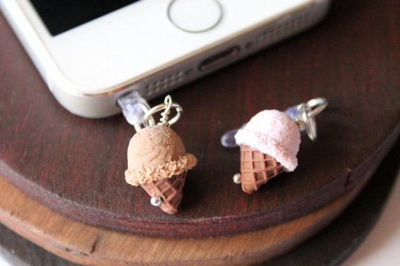 Dust plug helado fresa o chocolate, hecho a mano con arcilla polimerica, complementos moviles, accesorios moviles, accesorios iphone