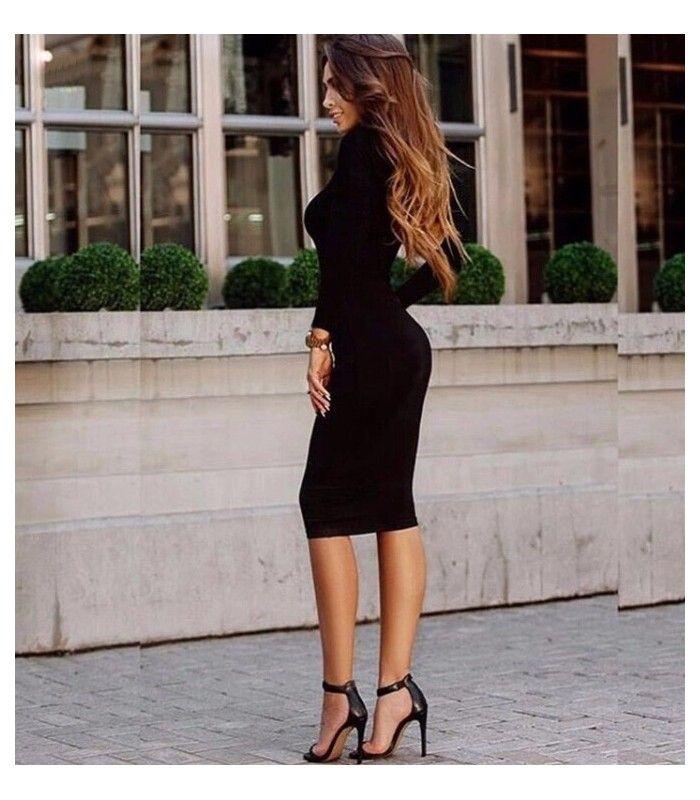 Vestido negro ceñido de manga larga