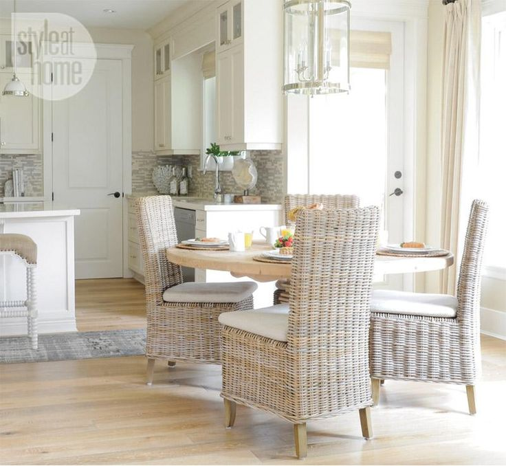 We love the mixture of rustic elegance in this #kitchen! Check out the #architrave about the #door! #inspiration #interiorfinishings #moulding #trim