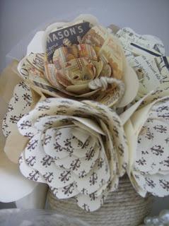 Pi di 25 fantastiche idee su bouquet di fiori di carta su for Fiori di carta di giornale