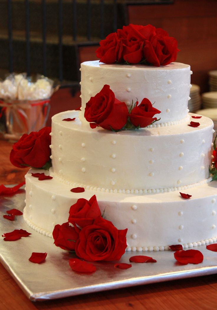round wedding cakes with red roses 27 best athletes track cake images on 19339