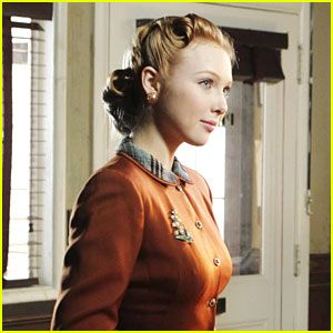 "Molly Quinn is a Blue Butterfly.  Molly Quinn goes back to the 1940s in this new still from Castle.  In ""The Blue Butterfly,"" when Castle (Nathan Fillion) and Beckett (Stana Katic) investigate the killing of a treasure hunter, they discover the case is linked to a mysterious homicide from 1947 involving a hard-boiled private detective."