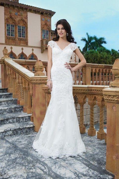 Celokrajkové biele svadobné šaty úzkeho strihu svadobný salón Valery