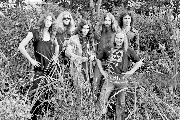 Lynyrd Skynyrd (l-r Allen Collins, Leon Wilkeson, <a gi-track='captionPersonalityLinkClicked' href=/galleries/search?phrase=Gary+Rossington&family=editorial&specificpeople=577186 ng-click='$event.stopPropagation()'>Gary Rossington</a>, Artimus Pyle, Ronnie Van Zant and Billy Powell) poses for a portrait in September 1974 in Parsippany, New Jersey.
