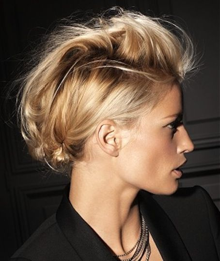 I AM SO LOVING THIS STYLE, PERFECT FRIDAY / DATE-NIGHT HAIR… {and her hair colour + make-up = just gorgeous!} to DIY: 1. Gently backcomb the front section off your hair, then finger-smooth it back so it still has some texture. Spray with a fine hairpray, like L'Oreal Elnett Satin. 2. Section back pieces in …