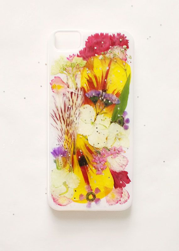 DIY phone cases! Really cute ideas, like this one using just dried pressed flowers and resin! Super easy!