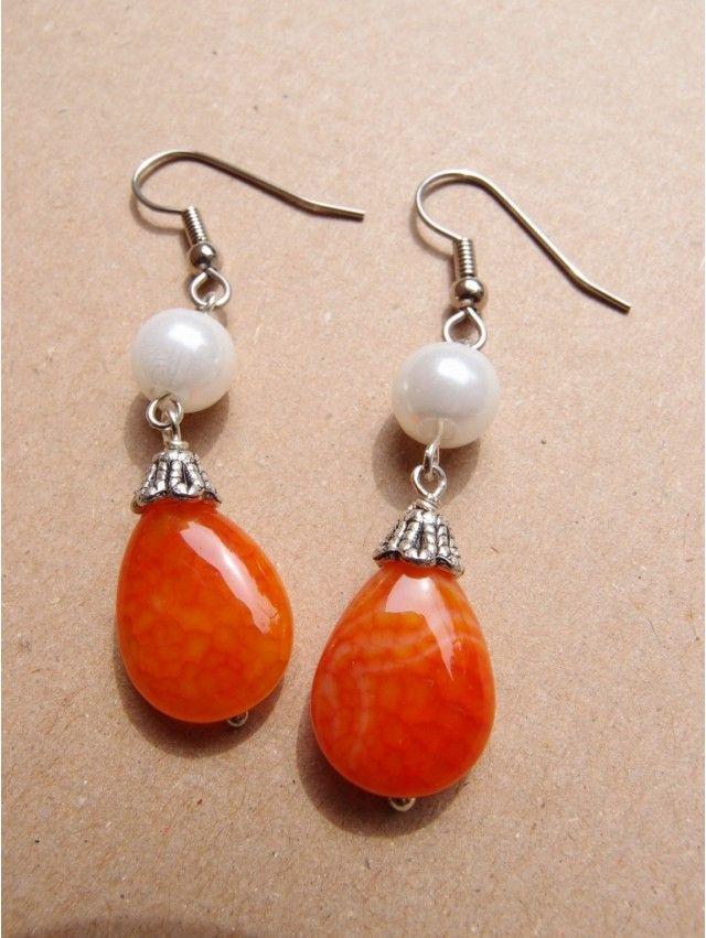 Orecchini con gocce di agata arancione e perle sintetiche