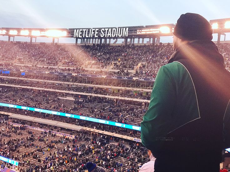 Flew out across the nation to MetLife stadium witnessed what cold really is experienced philly fans sing #flyeaglesfly in the tunnel got hammered and got to finally watch my  @philadelphiaeagles play. Felt like my  online madden games came to life . Thank you @michaelnbahu and Simran for the company. #eagles #eaglesnation #Giants #Metlife #rutherfordnj #newyork #LifeComplete #Madden #philadelphiaeagles #easports #IwasInTheGame #PlanIsToHitAllTheStadiums