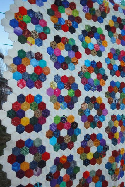 I'm new here, and have been invited to post my hexagon quilts. That's a good idea, so I won't forget them. Really I have a calendar to mark ...