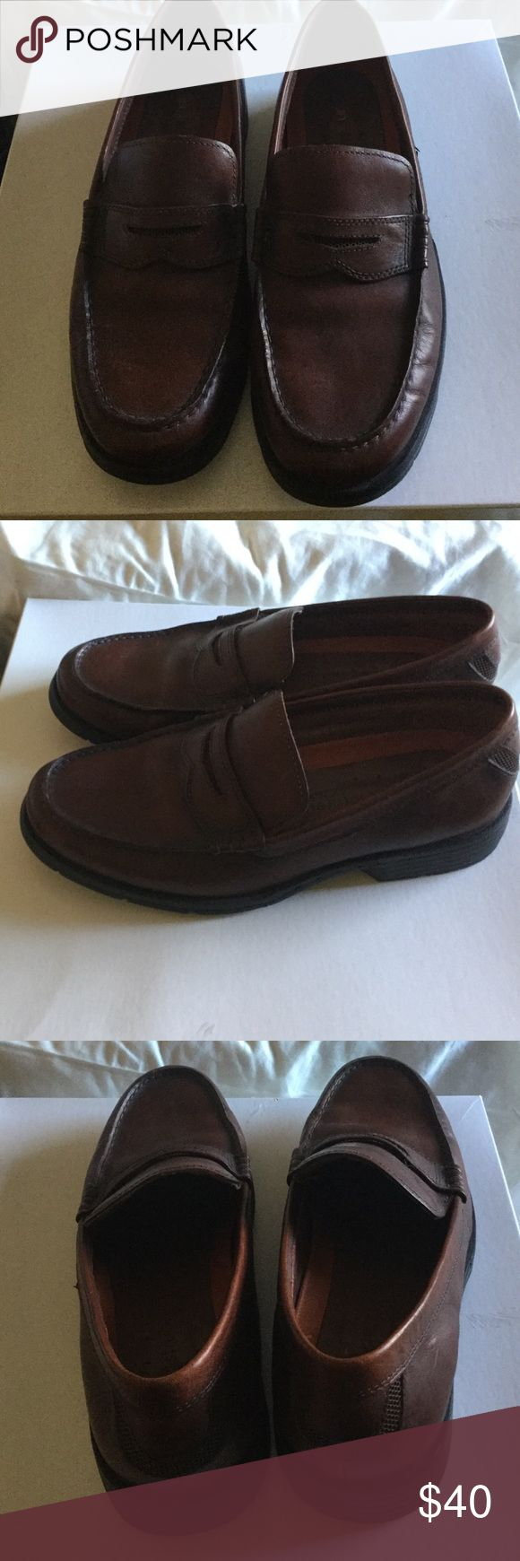 Mens CLARKS unstctured penny loafer Size 9 Excellent condition worn once Shoes