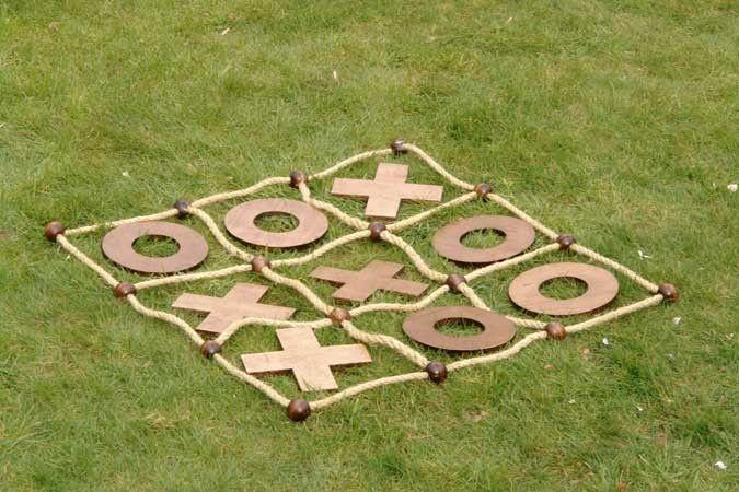 Noughts & Crosses garden game