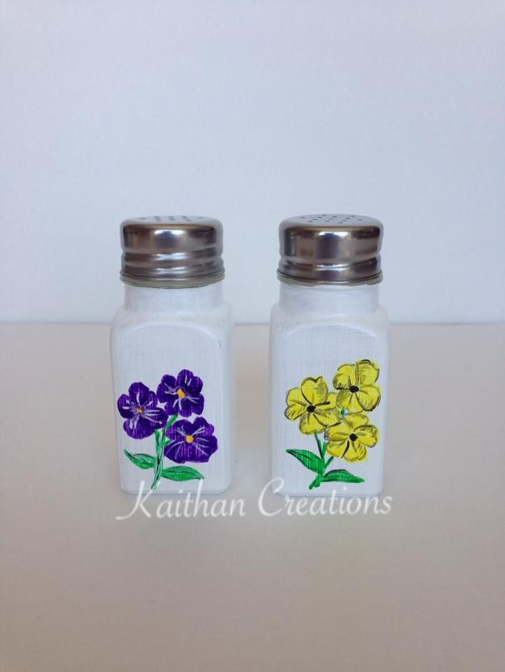 Salt & Pepper Shaker - Flower Theme by Kaithan Creations.  Visit my Facebook page for more gift ideas or to place your order. https://www.facebook.com/kaithancreations/photos/a.261737487359339.1073741839.216663808533374/468346830031736/?type=3