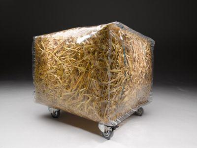 Quoi de plus naturel qu'un simple ballot de paille ? En partant de ce postulat, le designer anglais Gusto nous présente un pouf rembourré de paille nommé Baley. Une nouvelle fois, une création de mobilier à faire vous même, la grande tendance à l'heure actuelle. A vous d'imaginer avec quoi …