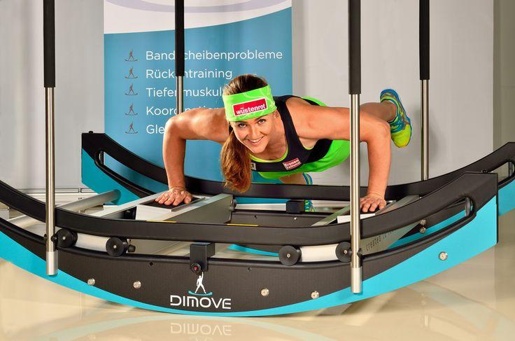 Nach unseren Skispringern trainiert nun auch Elisabeth Görgl mit der DIMOVE WAVEpro. Die Doppel-Weltmeisterin ist begeistert von den neuen Trainingsmöglichkeiten. DIMOVE WAVEpro ermögliche eine exakte Arbeit und verlangt einen konzentrierten Einsatz von Gefühl und Kraft. Perfekt für die Vorbereitung auf die kommenden Wettkämpfe.