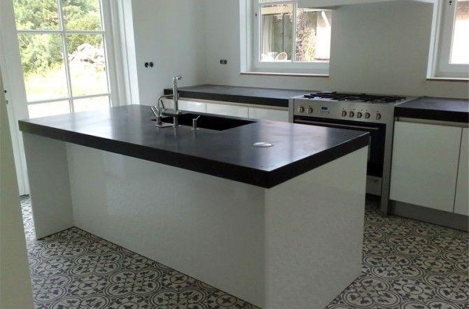 Moderne witte keuken http://www.keukenstudiomaassluis.nl/geplaatste-keukens/keuken/moderne-witte-keuken